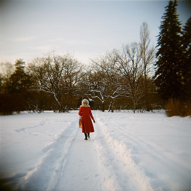 Ботанический сад.Красное пальто.В.Лозенко