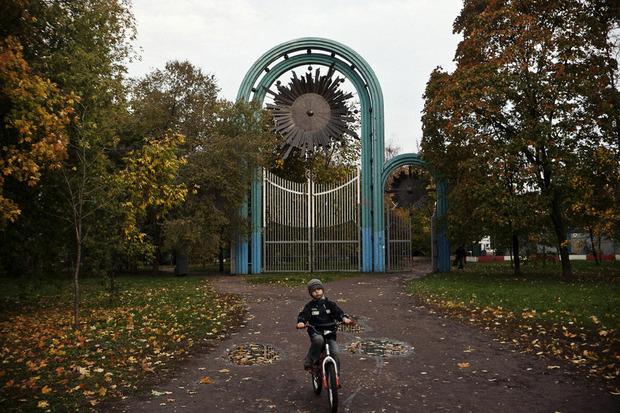 Ворота в Нескучный сад.М.Боярский