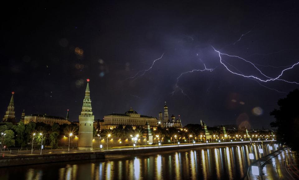Гроза над Москвой. С.Пономарев