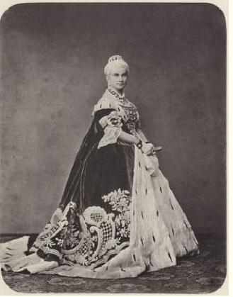 Королева Мария в бальном платье. Альберт Йозеф.1864